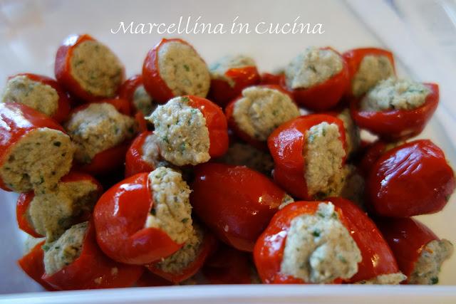 Pepperoncini Piccante Ripieni – Stuffed Hot Peppers