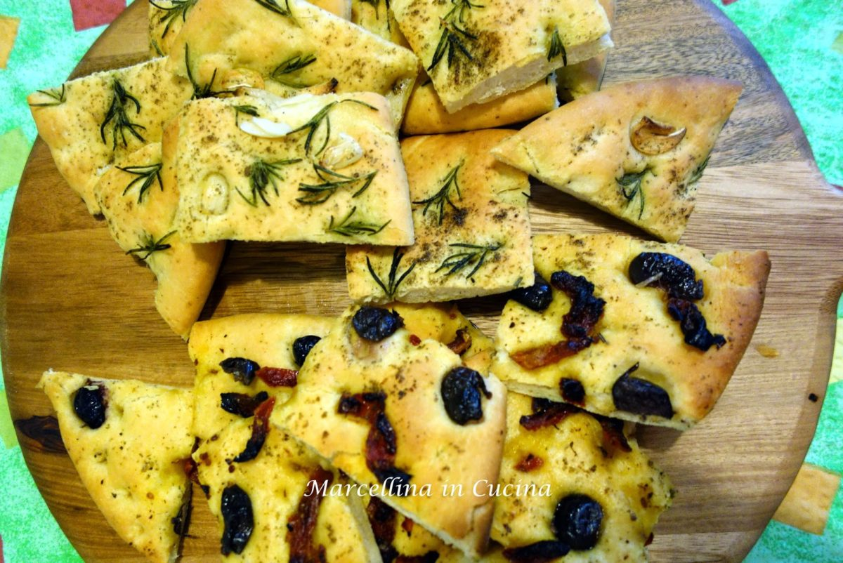 Focaccia: April 2015 daring bakers' challenge